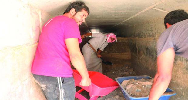 جهود تطوعية واجتماعية لتنظيف مجرى فلج السّلد بضنك