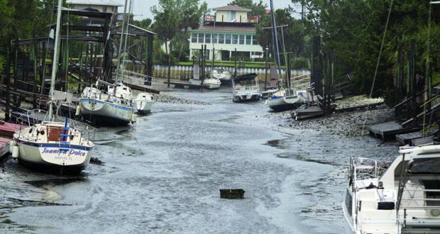 إرما يشق طريقه في وسط فلوريدا مخلفا دمارا هائلا