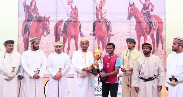 لجنة ظفار للفروسية تنظم سباقا للخيول العربية والمهجنة
