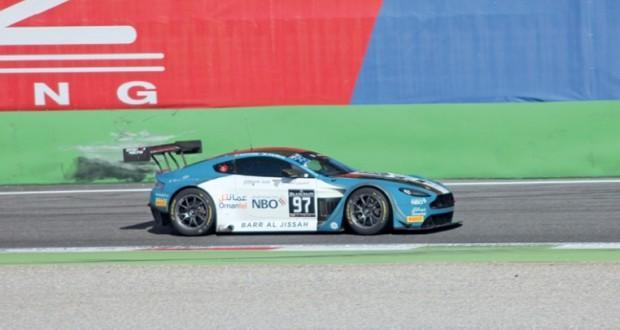فريق عمان لسباق السيارات يبحث عن منصة التتويج في السباق الأخير للبطولة ببرشلونة