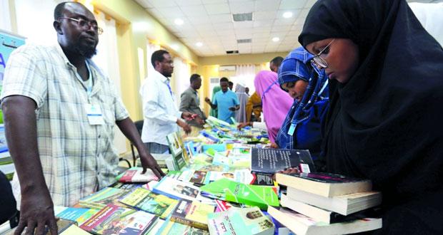 """معرض الصومال للكتاب يوفر """"استراحة من القنابل"""""""