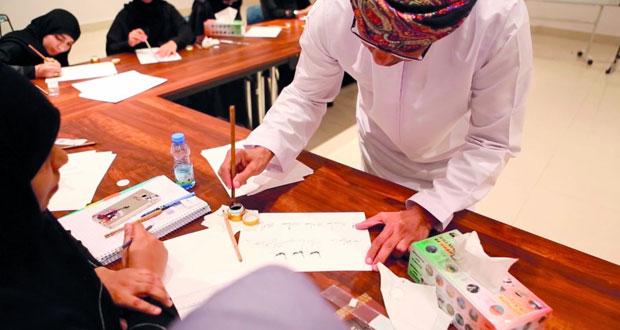 """محمد الصائغ يقدم رؤية فنية حول """"تعلم أساسيات الخط العربي للمبتدئين"""" ببيت الزبير"""