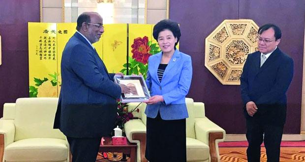 بحث توسيع التعاون بين منطقة نينغشيا الصينية واقتصادية الدقم