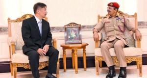 رئيس أركان قوات السلطان المسلحة يستقبل وفد جامعة الدفاع الوطني بجمهورية كوريا