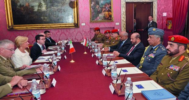بحث التعاون العسكري بين السلطنة وايطاليا