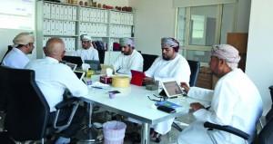 لجنة التقييم المبدئي لمسابقة جائزة السلطان قابوس للإجادة الحرفية تناقش آليات وجدول التقييم للمنتجات والمشاريع