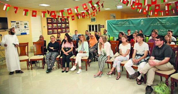 38 طالبا وطالبة يلتحقون بالدراسة في كلية السُّلطان قابوس لتعليم اللغة العربية للناطقين بغيرها بمنح