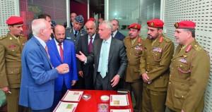 الوزير المسؤول عن شؤون الدفاع يزور شركة ليوناردو فينامكانيك الإيطالية