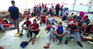 ليبيا : إنقاذ آلاف المهاجرين من السواحل وقاعدة إيطالية للحد من الهجرة