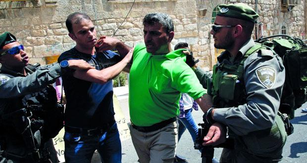 جيش الاحتلال يرهب سكان (الخليل) بالرصاص الحي وإصابات في (بيت ريما)
