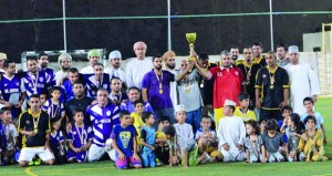 خفدي يتوج بكأس بطولة قدامى اللاعبين لكرة القدم بولاية الرستاق