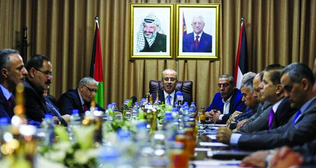 الحكومة الفلسطينية تتسلم مقرات الوزارات بغزة و(أونروا) تدعو لتعاون كافة الأطراف لحل أزمات القطاع