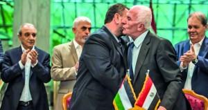 فتح وحماس توقعان اتفاق المصالحة بالقاهرة