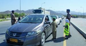 لجنة السلامة المرورية ببهلاء تنظم نقطة توعية مرورية