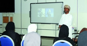 """خالد العبري يقدم حلقة عمل """"التكوين في التصوير الضوئي"""""""