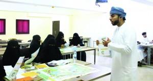 إنجاز عمان تنفذ برنامج «أموالي مستقبلي» بتطبيقية صلالة