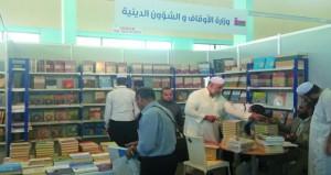 إقبال جماهيري كبير يشهده جناح عُمان بصالون الجزائر الدولي للكتاب