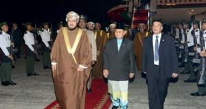 نيابة عن جلالته .. أسعد بن طارق يصل بروناي دار السلام ويشيد بالعلاقات العمانية البروناوية