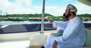 أسعد بن طارق يزور الواجهة البحرية والقرية المائية في بندر سري بجوان في بروناي دار السلام