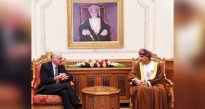 نيابة عن جلالة السلطان .. فهد بن محمود يستقبل رئيس البرلمان الاتحادي الألماني