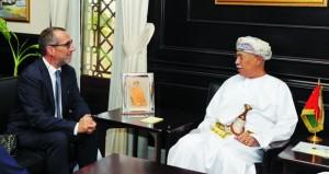 مستشار جلالة السلطان للشؤون الثقافية يستقبل رئيس جامعة بيزا الإيطالية