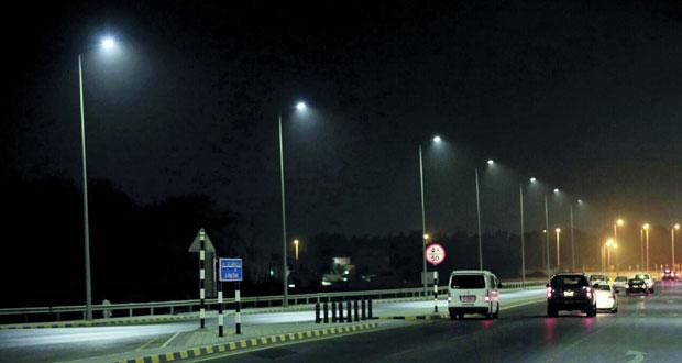 بلدية مسقط تستبدل إنارة الشوارع بالإنارة الموفرة للطاقة (LED) مطلع العام القادم