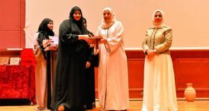 عدد من مؤسسات الدولة والخاصة تحتفي بالمرأة العمانية وتكرّم الموظفات