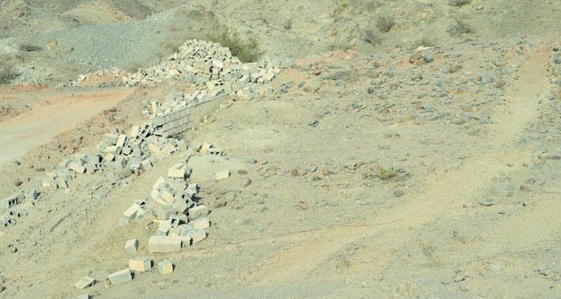 أهالي المسفاة الغربية ببوشر يطالبون بتسوير مقبرة القرية ووقف توزيع الأراضي حولها