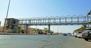 """""""الصحة"""" تنفذ مشروع جسر عبور المشاة أمام المستشفى السلطاني"""