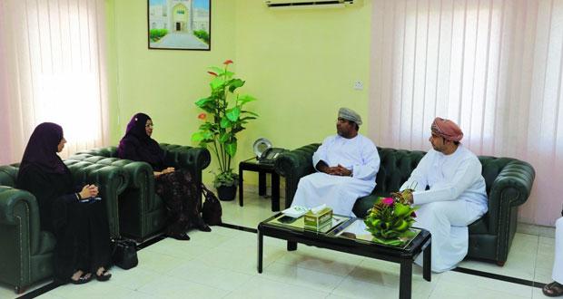 وزيرة التعليم العالي تطلع على المستجدات الأكاديمية بكلية عمان البحرية وتطبيقية صحار