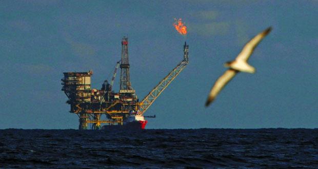 النفط يرتفع بدعم خفض إنتاج السعودية وأوبك و(الطاقة الأميركية) تقلل توقعاتها للطلب