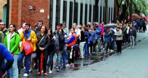 إسبانيا: الحكومة تحض قادة كتالونيا على وقف (مهزلة) الاستفتاء