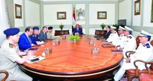 مصر: الآلاف (يشيعون) والنيابة تحقق وقوات الأمن تستمر في ملاحقة إرهابيي (الواحات)
