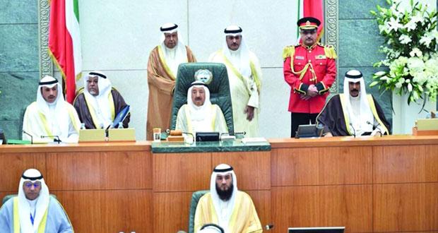 الكويت: الأمير يؤكد أن الالتزام بالدستور ثابت لا يمكن المساس به