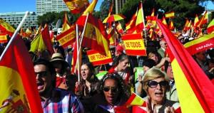 (انفصال كتالونيا): رفض عالمي .. ومدريد تقيل حكومة برشلونة وقائد شرطتها