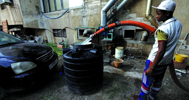 الليبيون يحفرون الآبار لمواجهة مأساة عطش جديدة في طرابلس