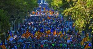حكومة مدريد تطالب بتعليق مهام (الكاتالونية) .. وتدعو إلى انتخابات