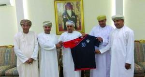نادي قريات يدشن القمصان الجديدة للفريق الكروي الأول استعدادا لدوري الدرجة الثانية