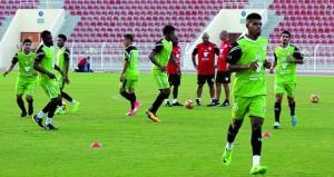 منتخبنا الوطني يختبر نفسه أمام الأردن في دبي بتشكيلتين مختلفتين وغياب الإصابات