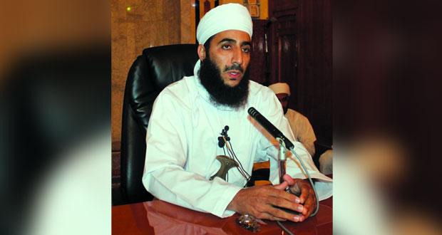 مساعد المفتي العام للسلطنة يلقي محاضرتين بجامع القلعة وتطبيقية نزوى
