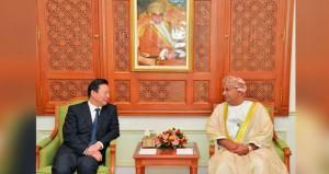 السلطنة تستعرض تعزيز التبادل التجاري وفرص الاستثمار مع الصين