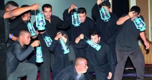 """فرقة مسرح شباب عمان تقدم أوبريت """"قابوس رجل السلام"""" بجامعة كارديف البريطانية"""
