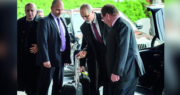 سوريا: وفد الحكومة يصل جنيف.. ودي ميستورا يرى فرصة لـ(المباشرة)