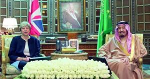 العاهل السعودي ورئيسة وزراء بريطانيا يبحثان في الرياض مستجدات الأحداث وتعزيز العلاقات