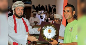 المرابطي يخطف لقب النسخة الخامسة لماراثون عمان الصحراوي