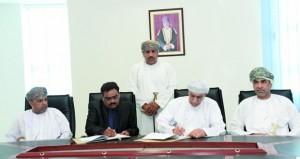 توقيع اتفاقية إنشاء سوق الأسماك الحديث بميناء الصيد البحري بالسيب