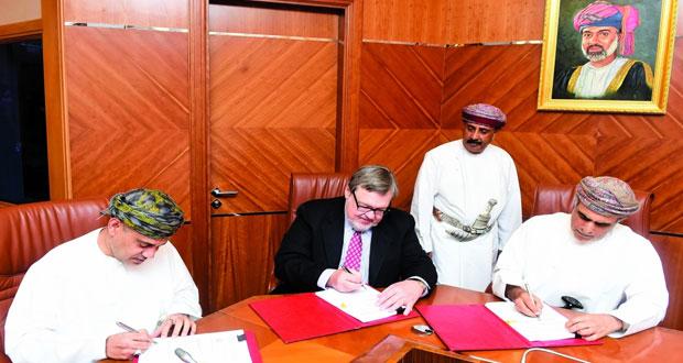 «النفط والغاز» توقع أربع اتفاقيات للتنقيب عن النفط والغاز بتكلفة 49.2 مليون ريال عماني كمرحلة أولى