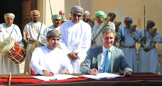 عمران وبوادر الدولية توقعان اتفاقية لإدارة قلعة نزوى