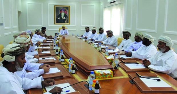 المجلس البلدي بالوسطى يستعرض المطالبة بإنشاء محطات للاستمطار الصناعي
