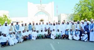 أكثر من 800 مشارك في فريق سناو الخيري ينفذ حملة (سناو نظيفة بتعاونكم)